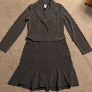 Gray striped skirt & jacket suit. Sz M.